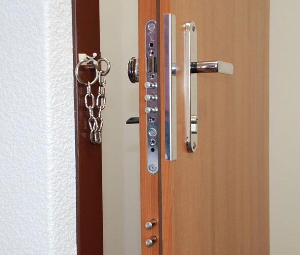 34e324bb1e Bezpečnostné dvere Sherlock majú 30 rokov  z výrobku je dnes služba ...